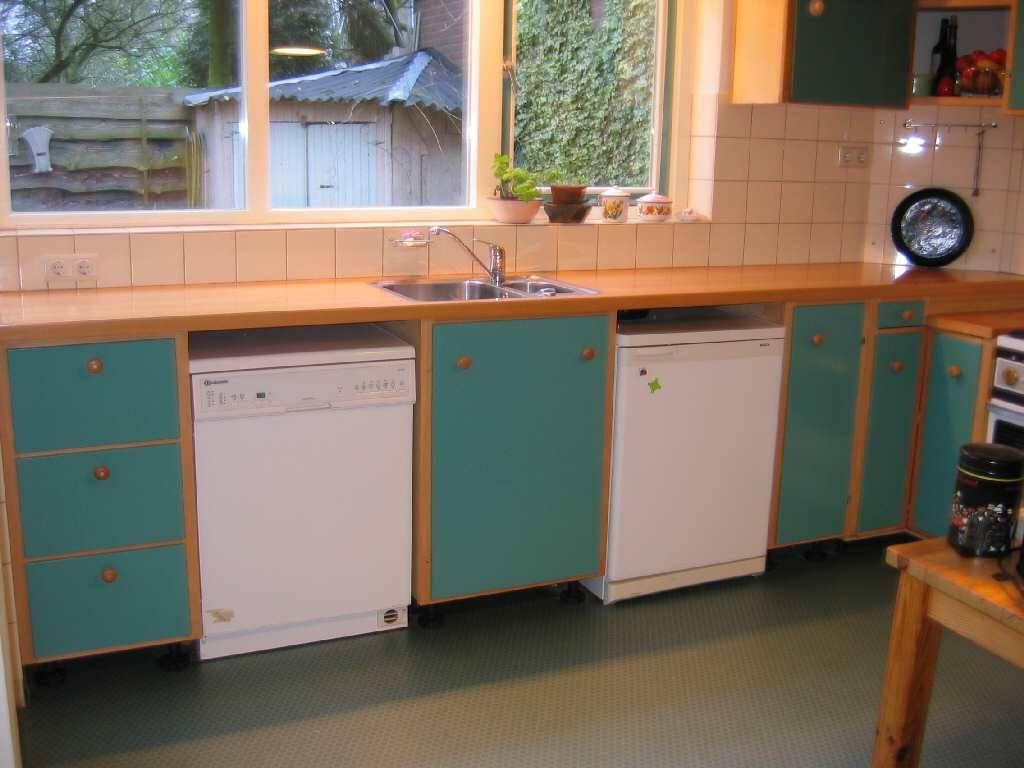 Engels Keuken En Interieurbouw Wanroij : Dia reportage Groengelakte en beukenhouten keuken